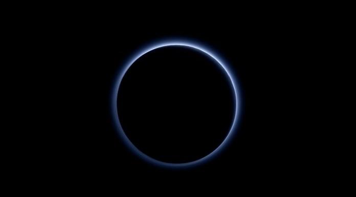 Plutone Cielo Azzurro