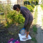 Ricercatori impegnati a preparare le trappole