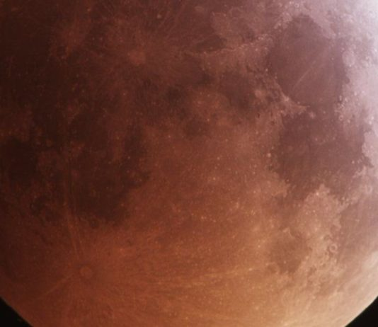 Meteorite impatta Luna durante eclissi