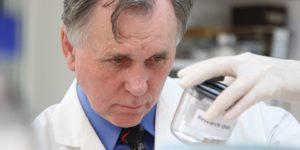 Barry Marshall, l'uomo che ingerì l'Helicobacter pylori