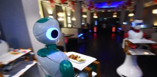 Camerieri robot in Nepal