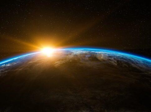 La Terra immobile: cosa accadrebbe se smettesse di girare?