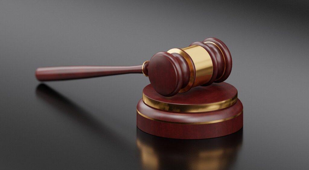 Martelletto giudice testimoni