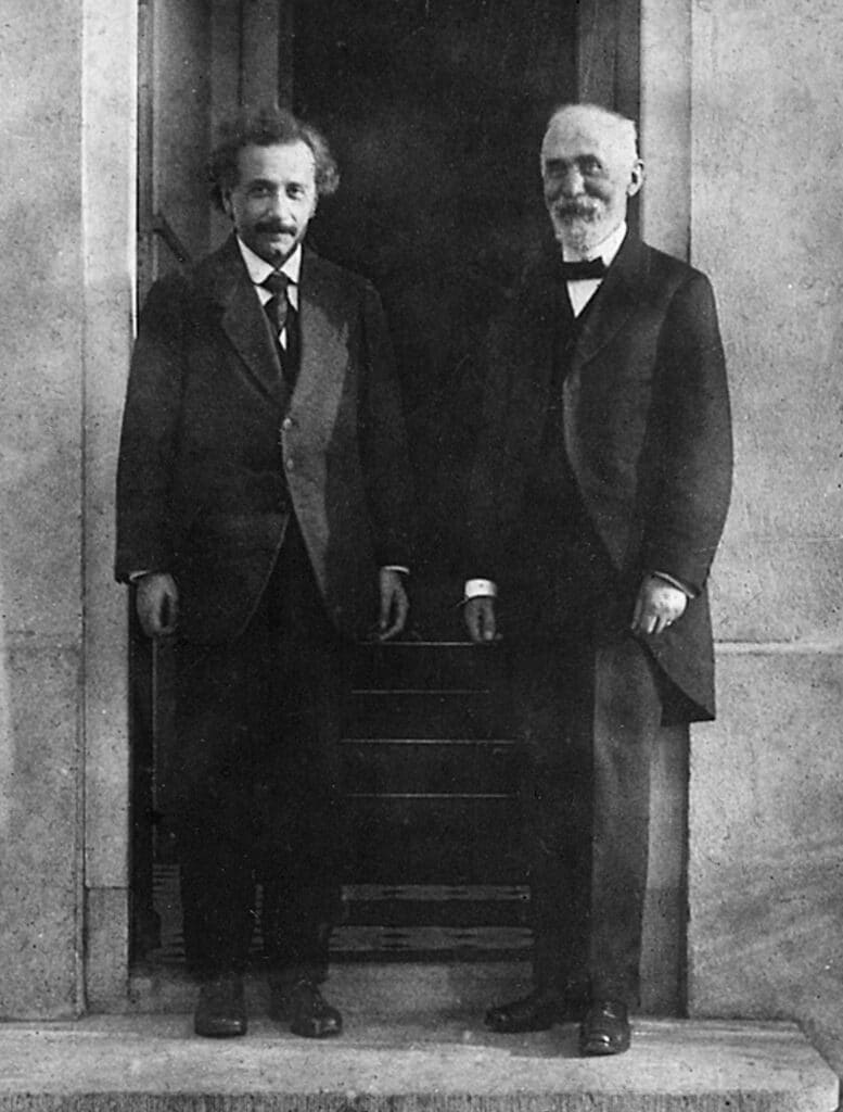 i due fisici einstein e lorentz, padri della relatività ristretta