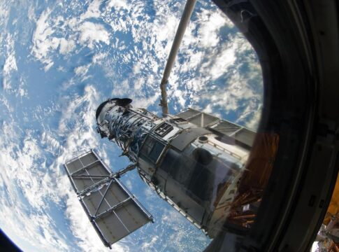 Anello di Einstein, Hubble cattura il più grande di sempre