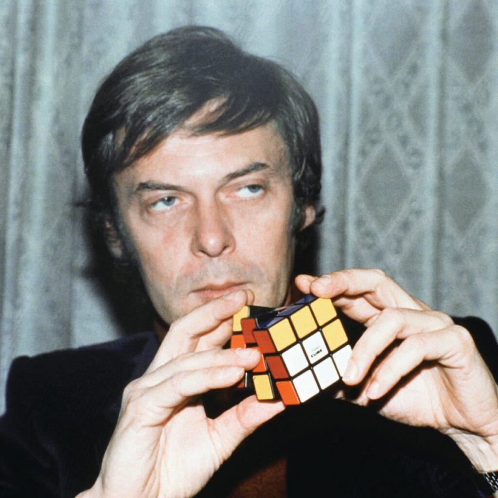 erno rubik, inventore del famoso cubo di rubik