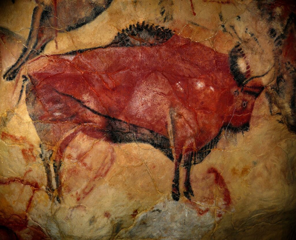 la pittura rupestre e i graffiti sono antichi esempi di carta da parati