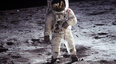 """Sarà possibile in futuro """"circumnavigare"""" la Luna?"""
