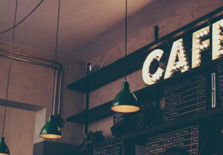 Le grandi menti amano il caffè: una bevanda tra culto e dipendenza