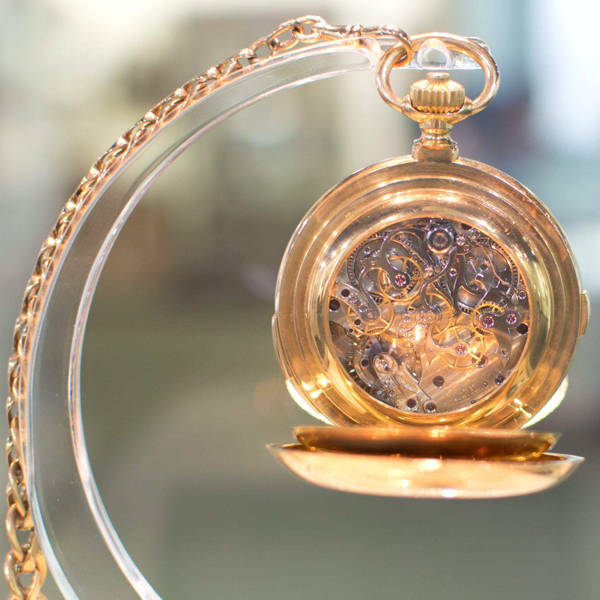 meccanismo di un orologio da taschino