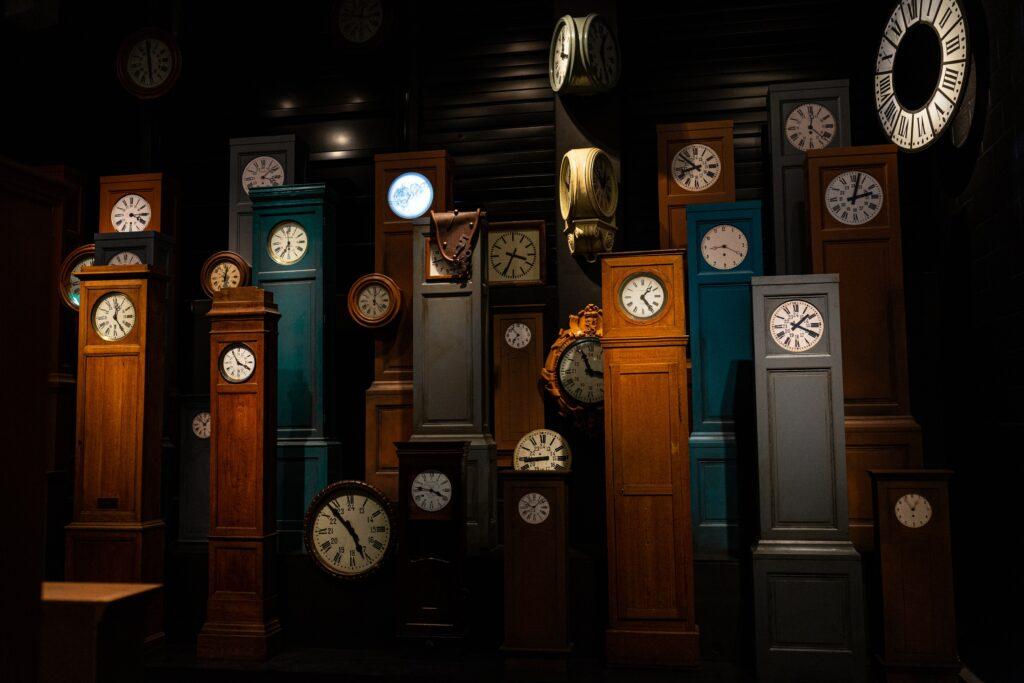 Il tempo non esiste: cosa misuriamo davvero con l'orologio?