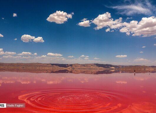 Le meravigliose acque colorate del Lago Rosa in Iran